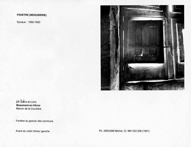 Fenêtre du grenier des communs. Revers du volet infrieur gauche