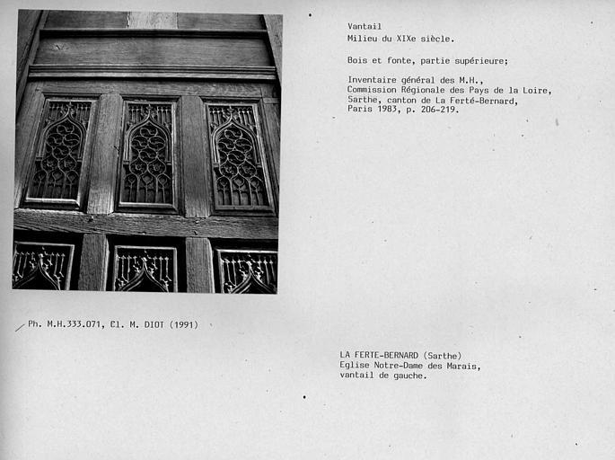 Vantaux du portail sud. Vantail gauche en bois et fonte, partie supérieure