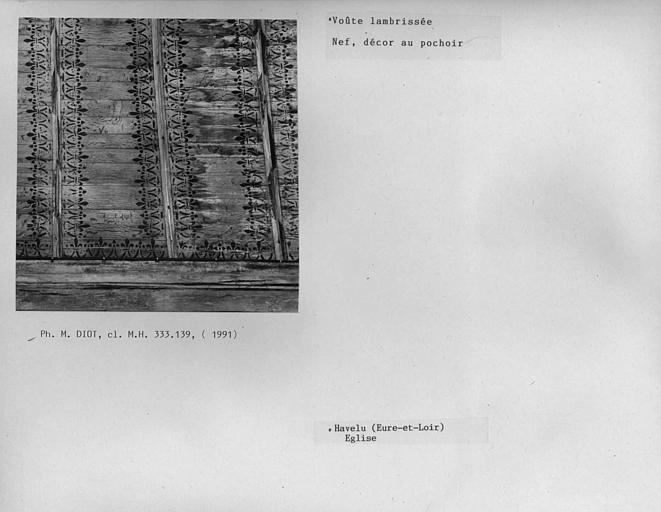 Charpente lambrissée de la nef, décor au pochoir