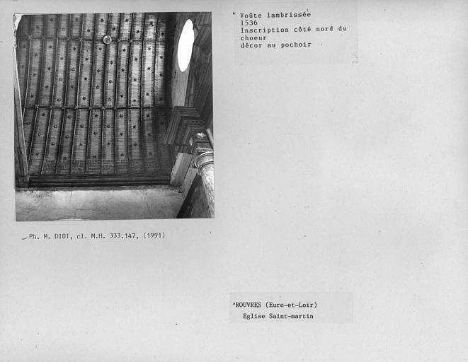 Charpente lambrissée de la nef, inscription côté nord du choeur, décor au pochoir