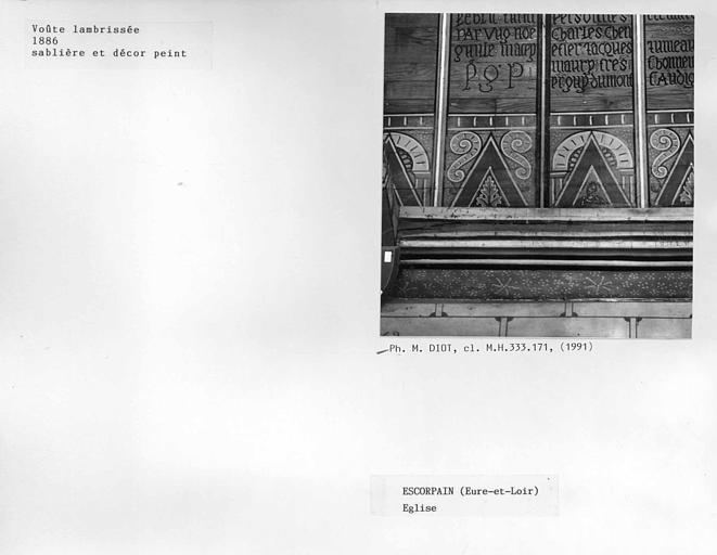 Charpente lambrissée, sablière et décor peint