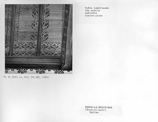 Charpente lambrissée du choeur, sablière et couvre-joint