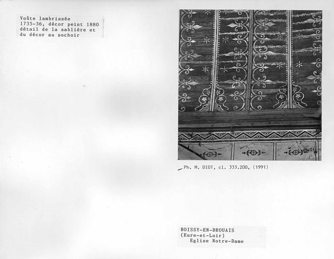 Charpente lambrissée, détail de la sablière et du décor peint au pochoir à la fin du XIXe siècle