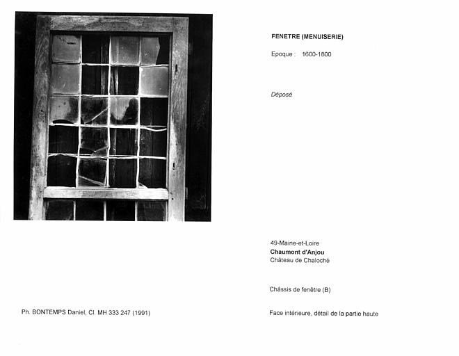 Châssis de fenêtre déposé (B). Face intérieure, détail de la partie haute