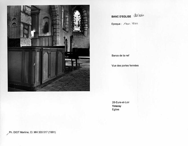 Bancs de la nef. Vue des portes fermées