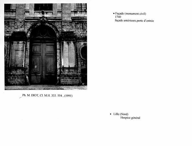 Façade antérieure du pavillon, vue d'ensemble, face et porte d'entrée