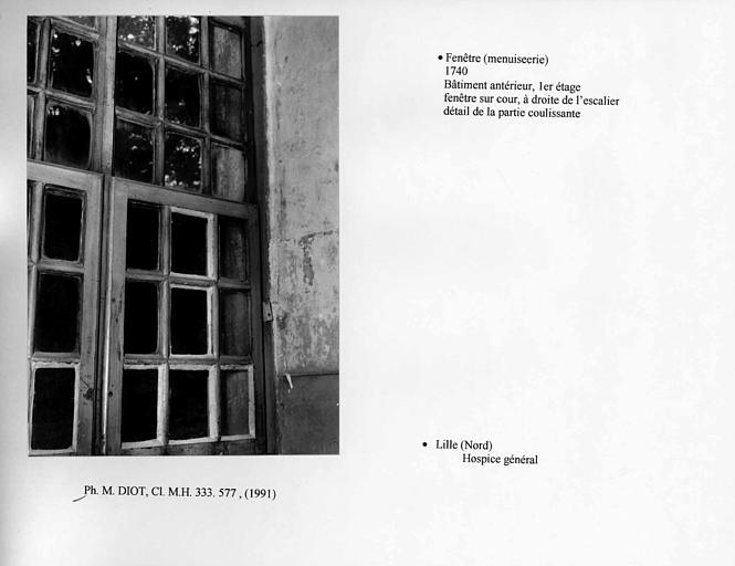 Fenêtre de l'escalier sur cour, au premier étage du bâtiment antérieur. Détail, partie à coulisse