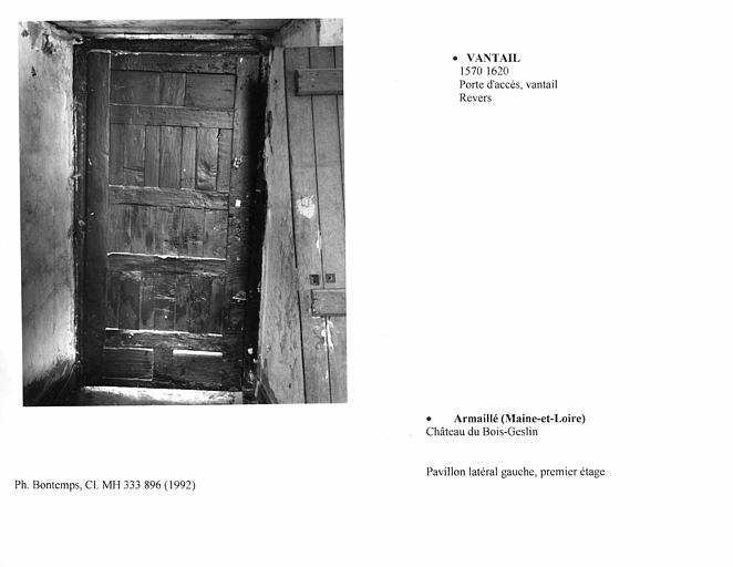 Vantail de la porte d'accès au premier étage du pavillon latéral gauche. Revers