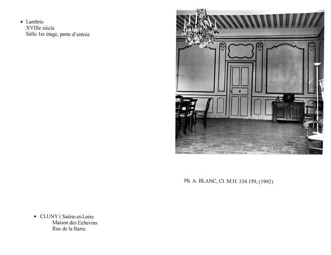 Lambris de la salle du premier étage, au niveau de la cheminée