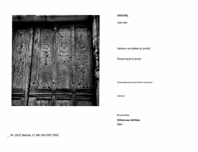 Vantaux sculptées du portail. Partie haute à droite