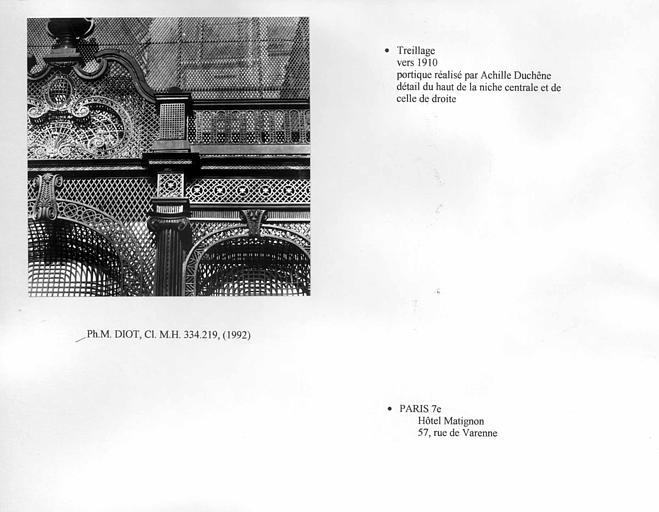 Portique en treillage. Détail du haut de la niche centrale et de celle de droite
