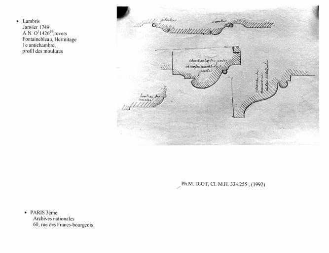 Lambris dessiné pour le projet de la première antichambre de l'Hermitage. Profil des moulures, verso