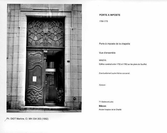 Porte à imposte de la chapelle. Vue d'ensemble