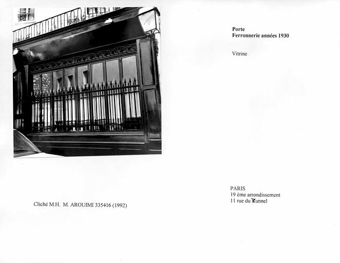 Porte et ferronnerie des années 1930, vue d'ensemble de la vitrine