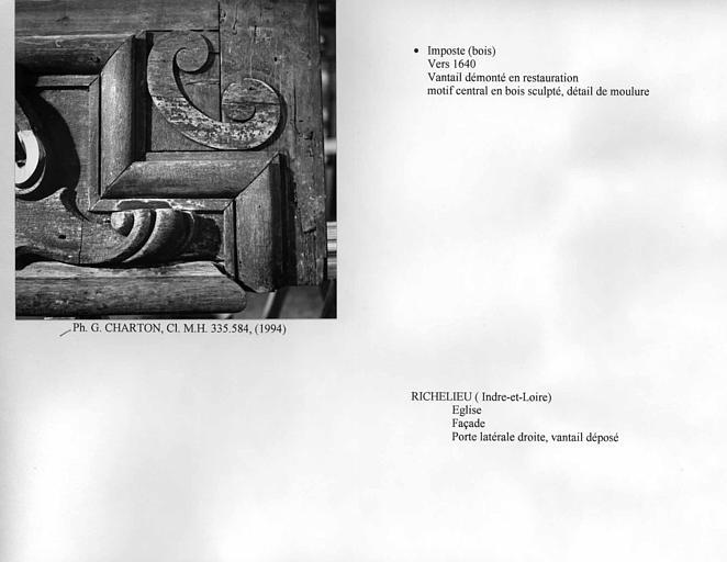 Imposte de la porte latérale droite de la façade. Motif central en bois sculpté, détail de moulure