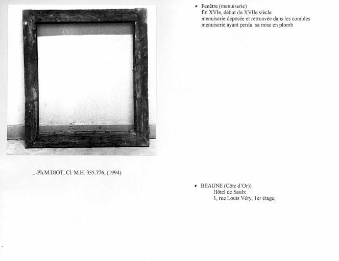 Fenêtre (B), premier étage.