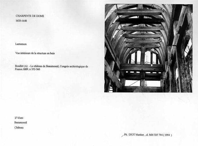 Charpente du dôme. Lanternon. Vue intérieure de la structure en bois