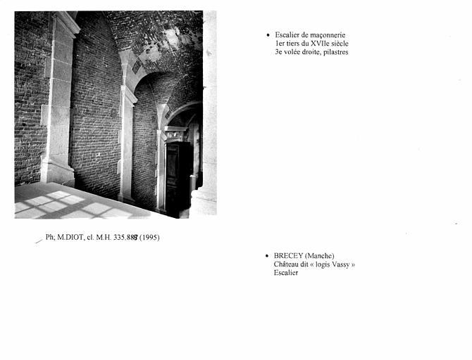 Pilastres de l'escalier. troisième volée à droite