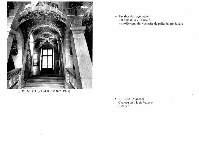 Escalier. quatrième volée centrale, vue prise du palier intermédiaire