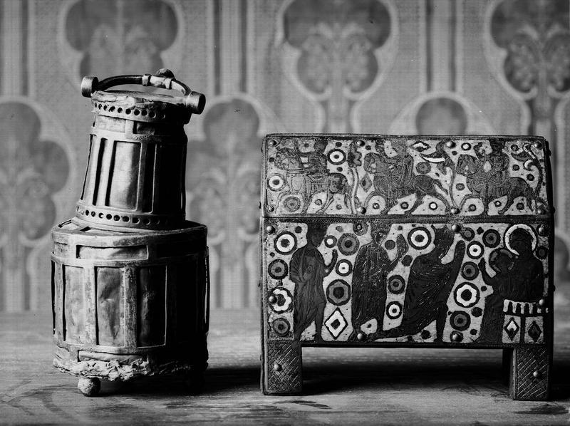 Reliquaire dit reliquaire lanterne ; Châsse : l'Adoration des Mages (avers)