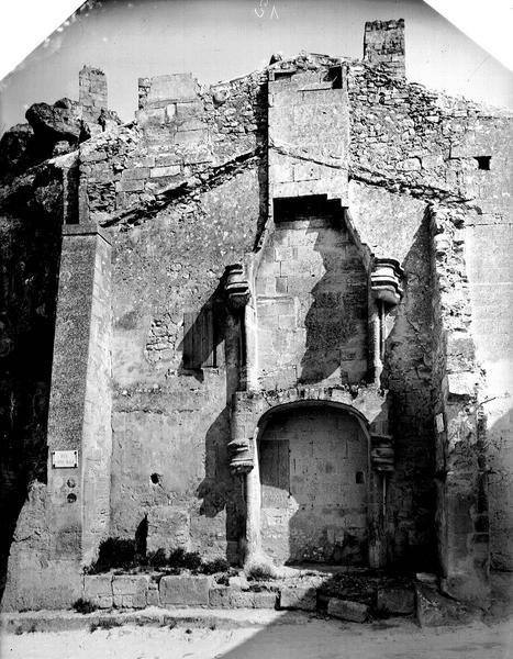 Intérieur, cheminée (vestiges)