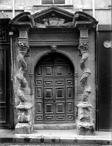 Porte d'entrée sur la rue