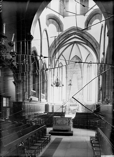 Vue de la nef vers le choeur : mausolée du Maréchal de Saxe