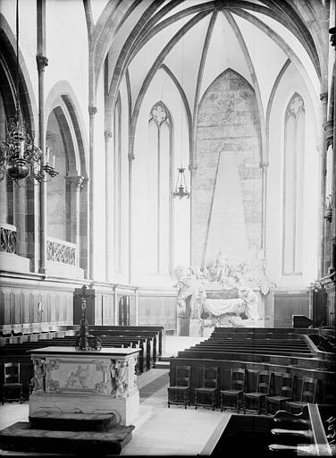 Vue du choeur : mausolée du Maréchal de Saxe