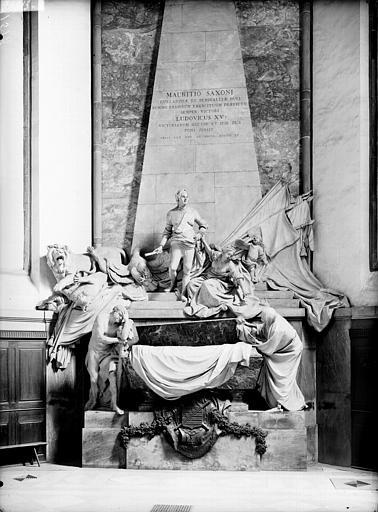 Vue d'ensemble du mausolée du Maréchal de Saxe