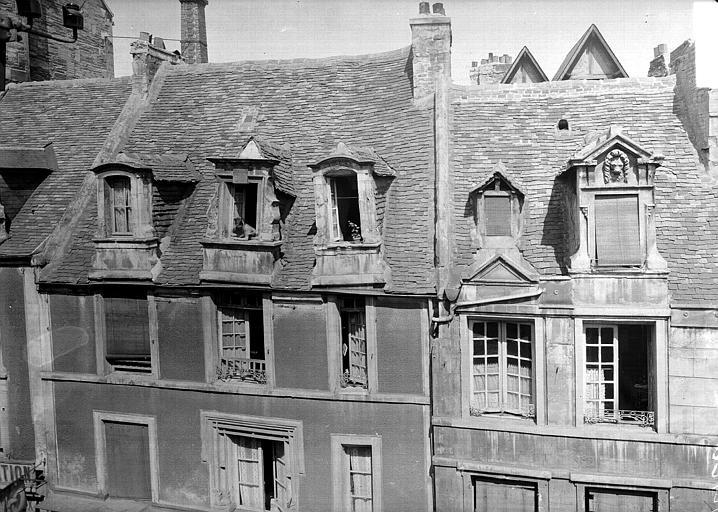 Maison et toiture vue des maisons d'en face