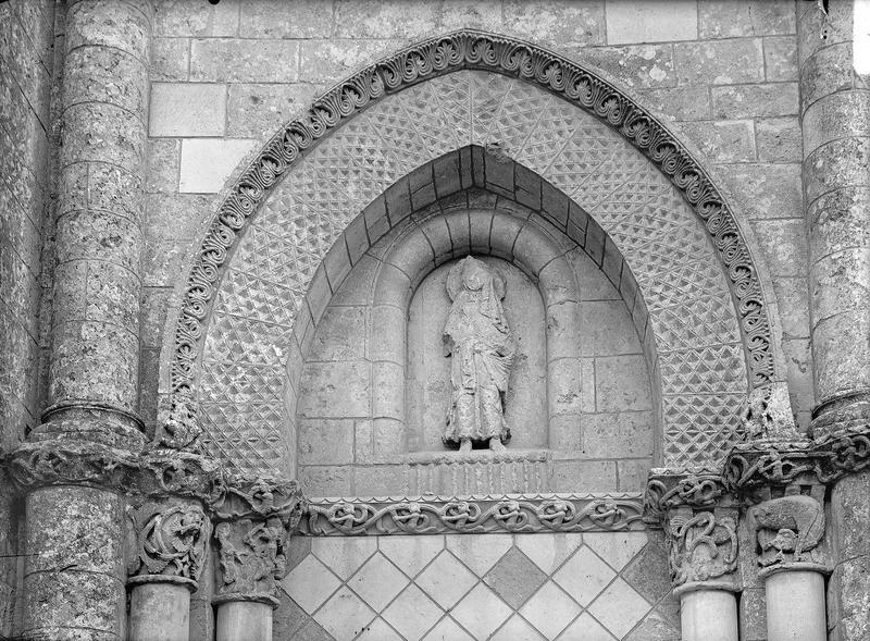 Tympan, détail des portails de la façade ouest
