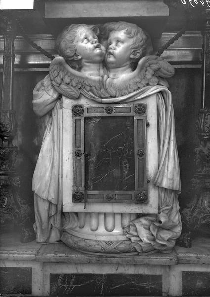 Tabernacle en marbre de l'autel de la Vierge