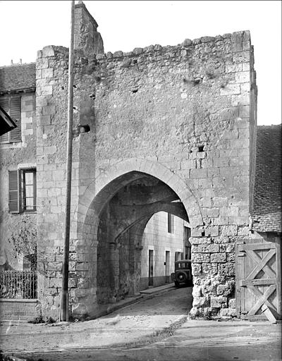 Porte est, dite porte Bonne-Nouvelle : vue extra-muros