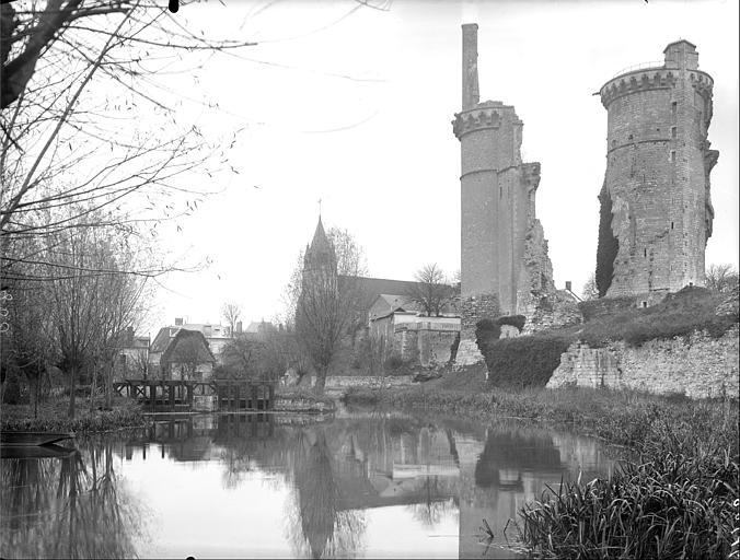 Ensemble sud : tour Charles VII et restes de la tour nord-ouest