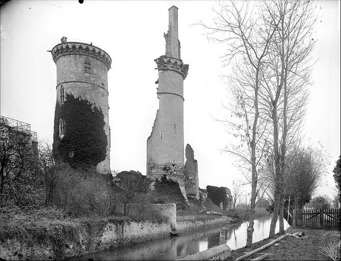 Ensemble nord : tour Charles VII et restes de la tour nord-ouest