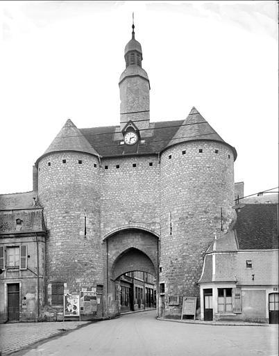 Porte de Ville dite Porte de l'Horloge£