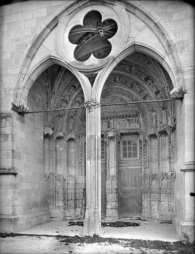 Portail de la façade ouest