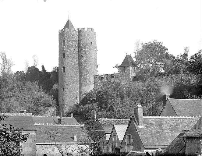 Tour centrale et tours de la première enceinte, côté sud-est