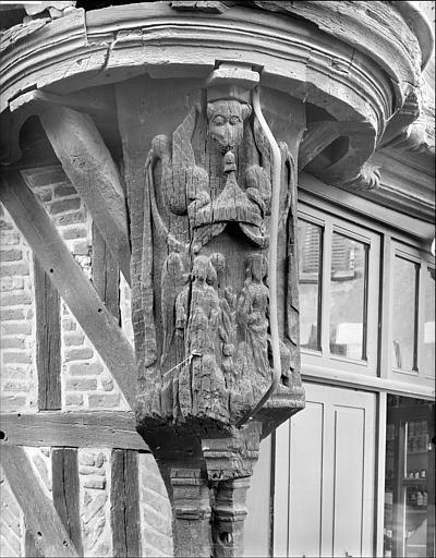 Poteau cornier sculpté : Annonciation