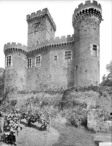 Façade ouest : donjon et tour sud