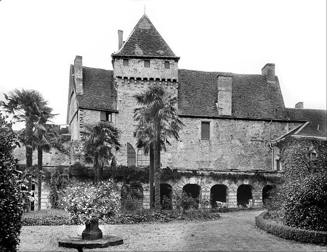 Cour d'honneur : façade et galerie de l'aile sud-est