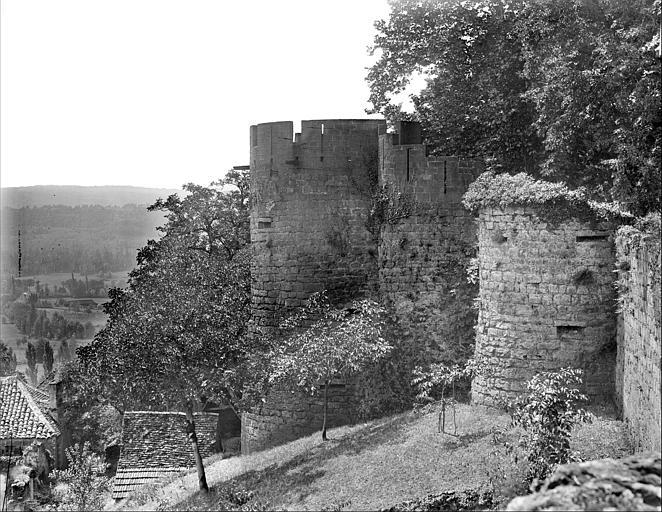Fortifications au sud-est : tours en saillie