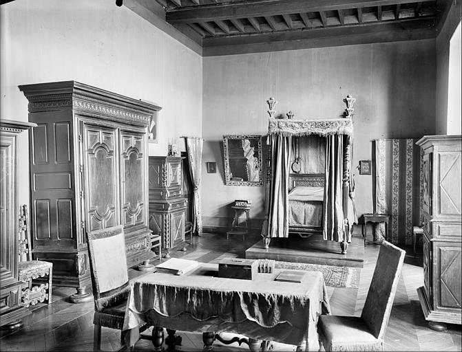 Aile sud-est : vue intérieure d'une chambre
