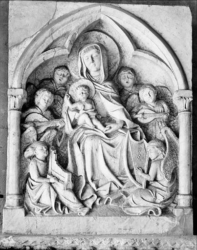 Bas-relief : Vierge à l'Enfant et anges musiciens