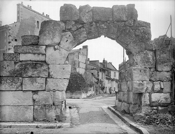 Porte romaine dite Porte Normande