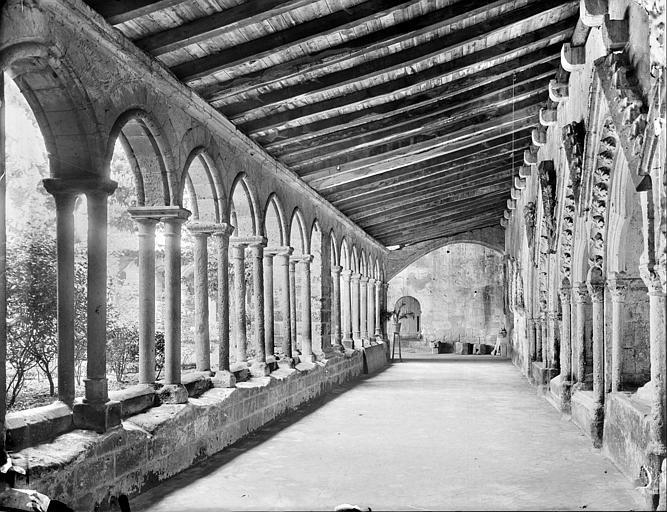 Cloître : vue intérieure de la galerie nord