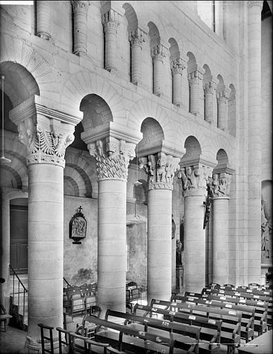 Vue intérieure de la nef, côté sud : grandes arcades et triforium
