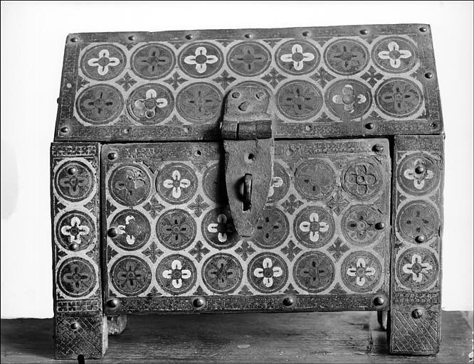 Châsse de la Crucifixion (revers) : ornementation de feuilles inscrites dans des cercles
