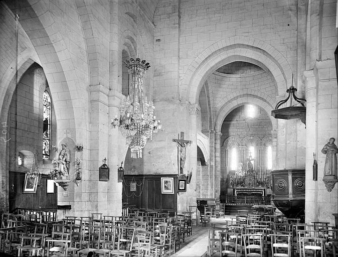 Vue intérieure de la nef vers le nord-est