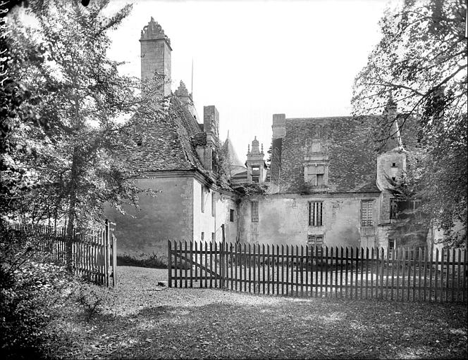 Ensemble ouest : façade arrière du logis et pavillon nord
